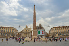 Rome ITALIEN - JUNI 01, 2016: Piazza Del Popolo, Santa Maria deiMiracoli kyrka Royaltyfria Foton