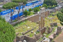 Rome ITALIEN - JUNI 01: Roman Forum fördärvar i Rome, Italien på Juni 01, 2016 Royaltyfri Fotografi