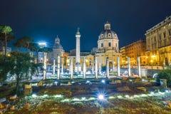 Rome ITALIEN - JUNI 01: Trajan kolonn i forumet av Trajan i Rome, Italien på Juni 01, 2016 Arkivfoton