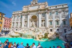 Rome ITALIEN - JUNI 01: Trevi-springbrunn i Rome, Italien på Juni 01, 2016 Royaltyfria Bilder