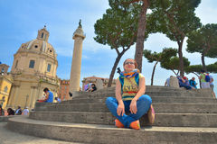 Rome ITALIEN - JUNI 01: Turister i piazza Venezia och Victor Emmanuel II monument i Rome, Italien på Juni 01, 2016 Arkivbild