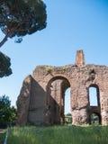 Rome Italien, 12 kan 2015, roman fördärvar i en solig dag - forntida båge Arkivfoto