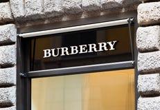 Rome Italien - Maj 13, 2018: Burberrylogo på lager för märkes` s i Rome Arkivbilder