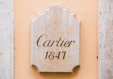 Rome Italien - Maj 13, 2018: Cartier logo på väggen av lagret i Rome Royaltyfri Bild