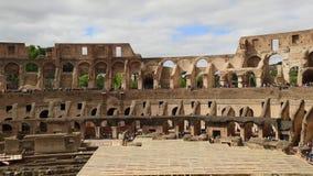 ROME ITALIEN - MAJ 06, 2019: Colosseum eller för Coliseum inre överblick italy rome stock video
