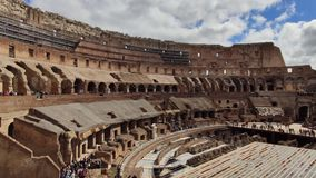 ROME ITALIEN - MAJ 06, 2019: Colosseum eller för Coliseum inre överblick italy rome lager videofilmer