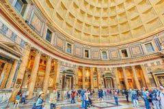 ROME ITALIEN - MAJ 09, 2017: Den inre inre av panteon, är Royaltyfria Bilder