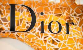 Rome Italien - Maj 13, 2018: Dior logo på lager för märkes` s i Rome Royaltyfri Bild