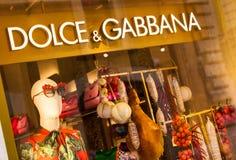 Rome Italien - Maj 13, 2018: Dolce & Gabbana shoppar fönstret i Rome Arkivbild