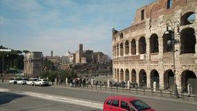 ROME ITALIEN - MAJ 24 2018: Timelapse av upptagen turist- och transporttrafik närliggande Roman Colosseum Coliseum Flavian arkivfilmer