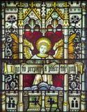 ROME ITALIEN - MARS 9 2016: Ängeln med inskriften på målat glass allra Saints& x27; Anglikansk kyrka Royaltyfri Foto