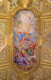 ROME ITALIEN - MARS 12, 2016: Antagandet av den jungfruliga Mary freskomålningen på valvet i Chiesa di Santa Maria del Orto Royaltyfri Bild