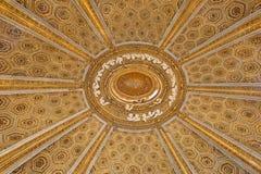 ROME ITALIEN - MARS 10, 2016: Detaljen av kupolen av kyrkliga Chiesa di Sant& x27; Andrea al Quirinale planlade Arkivfoton