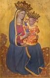 ROME ITALIEN - MARS 12, 2016: Madonna med barnsymbolen i kyrkliga Chiesa di San Pantaleo Arkivfoto