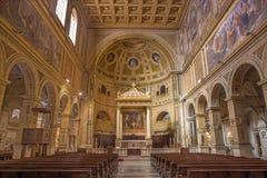 ROME ITALIEN - MARS 12, 2016: Skeppet av kyrkliga basilikadi San Lorenzo i Damaso med det huvudsakliga altaret av Gian Lorenzo Be Arkivfoton