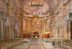 ROME ITALIEN - MARS 11, 2016: Skeppet av kyrkliga basilikadi Santi Giovanni e Paolo Arkivbilder