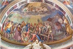 ROME ITALIEN - MARS 11, 2016: Stigningen till Calvaryfreskomålningen i huvudsaklig absid av kyrkliga Basilika di San Vitale av An Arkivfoton