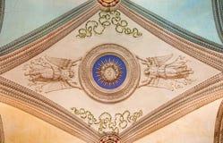 ROME ITALIEN - MARS 12, 2016: Takfrescoesna i kyrklig Chiesa di Patentlösning Signora del Sacro Cuore av den okända konstnären Arkivbilder