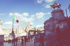ROME ITALIEN - NOVEMBER 30, 2017: Minnes- monument Vittorianen Royaltyfria Bilder