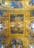 ROME ITALIEN - OKTOBER 12, 2017: Taket i Gesu e Maria Chur arkivfoto