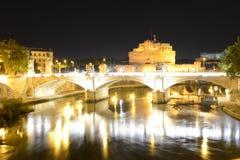 Rome, Italien, Sant Angelo slott och Tevere flod arkivbilder