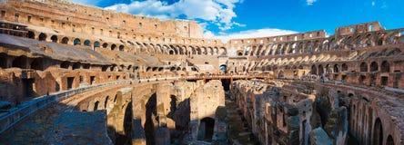 ROME ITALIEN - September 12, 2016: Panorama av den inre delen av Colosseum i Rome, Italien Royaltyfria Bilder