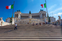 ROME ITALIEN - September 13, 2016: Sikt på den nationella monumentet till Victor Emmanuel II - första konung av en enade Italien  Arkivfoto