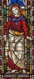 ROME ITALIEN: Stet John evangelisten på målat glass allra Saints& x27; Anglikansk kyrka vid arbetsrummet Clayton och Hall Royaltyfri Foto