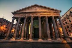 Rome Italien: Trevi-springbrunn, italienare: Fontana di Trevi, på natten Royaltyfria Foton