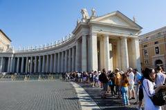 """ROME ITALIEN, VATICAN CITY †""""JULI 4th 2015 Vallfärdar och touris Royaltyfria Foton"""