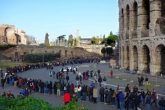 People queue at Colosseum Royalty Free Stock Photos