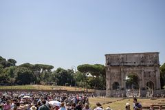 Tourists and the Arch of Constantine. stock photography