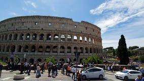 rome italy Maj 21, 2019 Coliseum av Rome - forntida amfiteater i mitten av staden av Rome mot en blå himmel arkivfilmer