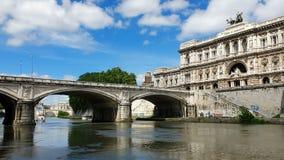 rome italy Maj 21, 2019 Corte Suprema di Cassazione Sikt av högsta domstolen av Italien från den Tiber floden lager videofilmer