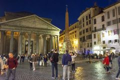Pantheon at night with open restaurants Royalty Free Stock Photos