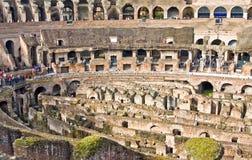 ROME ITALY-MARCH 22, 2015: Turister i Colosseumen Denna är en Unesco-världsarv italy rome Royaltyfri Bild