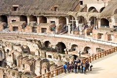 ROME ITALY-MARCH 22, 2015: Turister i Colosseumen Denna är en Unesco-världsarv italy rome Arkivfoto