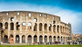 ROME ITALY-MARCH 22, 2015: Turister nära Colosseumen Denna är en Unesco-världsarv italy rome Royaltyfria Foton