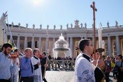 ROME-ITALY-24 10 2015, religiöse Prozession durch die Straßen Lizenzfreie Stockfotografie