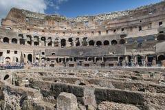 Rome juli 2015: De toeristen bezoeken Colosseum in Rome, Italië Stock Afbeeldingen