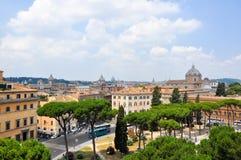 19 Rome-JULI: Rome zoals die van de Capitoline-Heuvel op 19 Juli, 2013 in Rome, Italië wordt gezien. Royalty-vrije Stock Foto