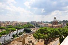 19 Rome-JULI: Rome zoals die van de Capitoline-Heuvel op 19 Juli, 2013 in Rome, Italië wordt gezien. Royalty-vrije Stock Afbeeldingen