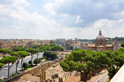 ROME-JULY 19: Rome som sett från den Capitoline kullen på Juli 19, 2013 i Rome, Italien. Royaltyfria Bilder