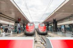 ROME - JUNI 16, 2014: Ändstationdrevstation och moderna drev fr Royaltyfri Fotografi