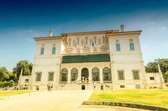 ROME - JUNI 14, 2014: Turistbesökvilla Borghese Staden på Arkivfoto