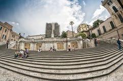 ROME - JUNI 14, 2014: Turister i Piazza di Spagna Staden att Royaltyfria Bilder