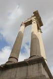 Rome - kolonner på de Tempio dina Apollo Sosiano Arkivfoton