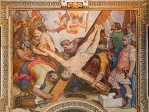 Rome - korsfästelsen av den St Peter freskomålningen vid G B Ricci från 16 cent i kyrkliga Chiesa di Santa Maria i Transpontina Royaltyfri Fotografi