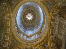 Rome kyrka, berömt garneringtak för basilika royaltyfri fotografi
