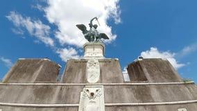 """rome l'Italie 21 mai 2019 L'ange en bronze se tient sur Castel Sant """"Angelo à Rome, Italie clips vidéos"""